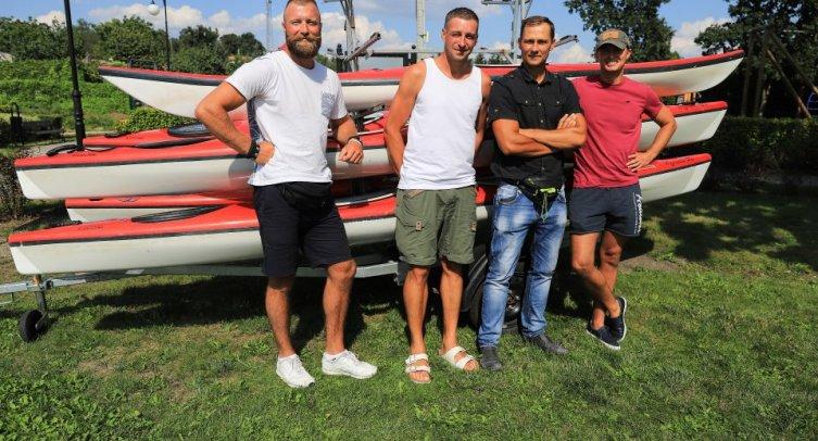 Od lewej stroją: Łukasz Rybczyński, Jacek Ojczenasz, Bartosz Boliński i Marek Nowakowski – fot. Joanna Bejma