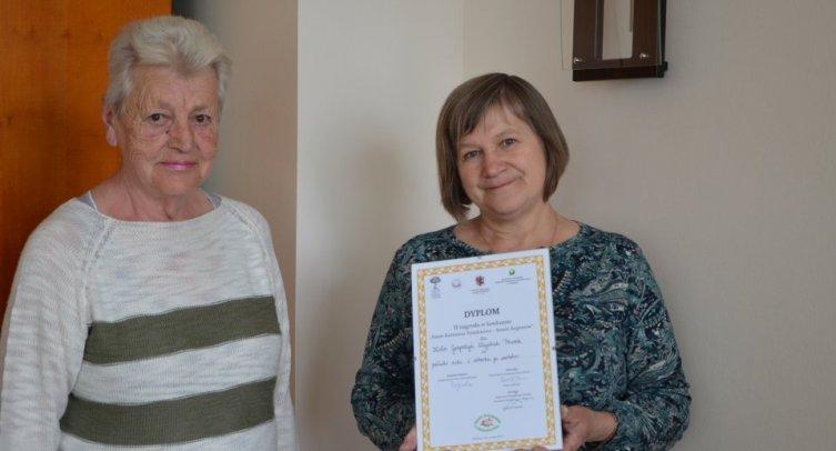 Panie Urszula Musielak i Marianna Pawłowska z dyplomem dla Koła Gospodyń Wiejskich w Pturku
