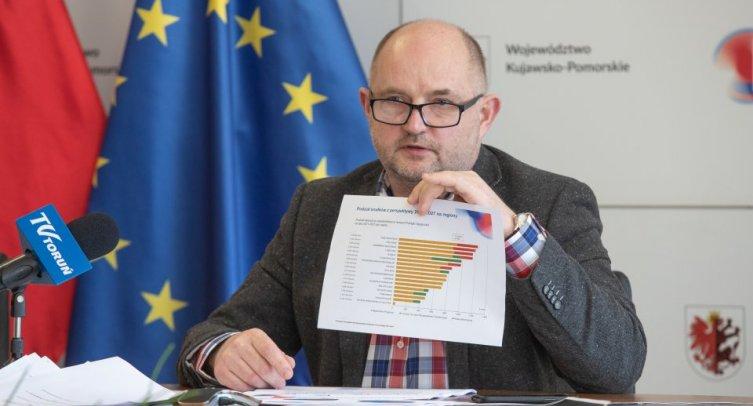 Konferencja prasowa marszałka Piotra Całbeckiego, fot. Mikołaj Kuras dla UMWKP